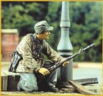 1-35-German-Soldier-with-Rifle-Gren-ade