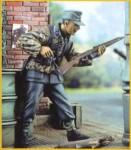 1-35-German-soldier-with-Gewehr-43