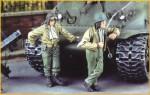 1-35-US-Tankers-1944-45-2-figures