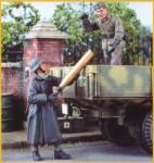 1-35-German-Artillerymen-Loading-Shells-2-figures