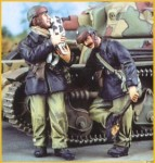 1-35-French-Tanks-1940-2-figures