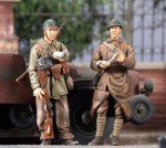 1-35-French-Motorcyclist-and-Soldier-May-1940-2-Figs