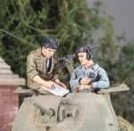 1-35-UK-Crew-Staghound-Normandy-1944-2-figs