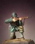 1-35-G-I-s-Advancing-team-n1-Europe-1944-45