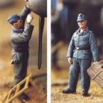 1-48-WWII-Ground-Crew-2-figures