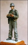1-35-Officer-with-Map-in-Panzer-Uniform