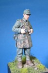1-35-German-soldier-in-cammo-apron-2