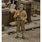 1-35-U-S-Infantry-Rifleman-with-Canteen-WWII