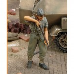 1-35-German-Infantry-Cleaning-Rifle-WWII
