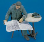 1-16-Italian-Officer-WWII-Sitting