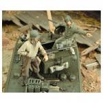1-35-M3A3-Stuart-Crew-WWII