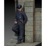 1-35-German-tanker-leaning-against-the-wall-WWII