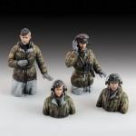 1-35-German-tank-crew-in-winter-dress-WWII