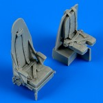 1-48-Mosquito-Mk-IV-seats-with-safety-belts