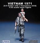 1-35-US-Soldier-with-a-vietnamese-child-Vietnam