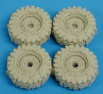 RARE-1-35-M998-Hummer-Tires-w-Chains-SALE-