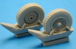 RARE-1-35-SdKfz-251-Front-Wheels-w-Snow-Shoes