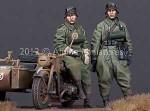 1-35-German-Motorcyclist-Set