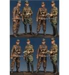 1-35-Kurt-Meyer-and-Grenadier-Officer-Set