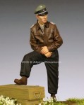 1-35-WSS-Panzer-Officer-44-45