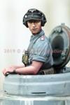 1-35-German-Panzer-Commander-Summer-Set