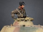 1-35-WSS-Panzer-Commander-2