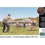 1-35-German-tankmen-in-the-break-between-combats