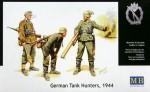 1-35-German-Anti-Tank-Group-1944-3-Figs-