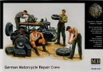 1-35-German-Motorcycle-Repair-Crew-Back