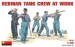 1-35-GERMAN-TANK-CREW-AT-WORK