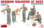 1-35-German-Soldiers-at-Rest