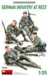 1-35-German-Infantry-At-Rest-4-fig-