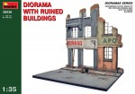 1-35-Diorama-with-ruined-buildings