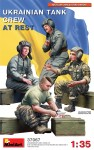 1-35-Ukrainian-Tank-Crew-At-Rest-4-fig-