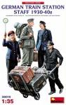 1-35-German-Train-Station-Staff-1930-40s-4-fig-