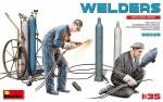 1-35-Welders-2-fig-and-welding-equipment