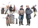 1-48-WWII-German-Luftwaffe-pilots-and-ground-personnel-in-winter-uniform-5-figures