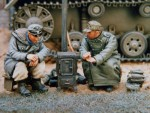 1-35-2-seated-SS-soldiers-warming-by-stove