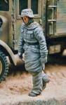 SALE-1-35-WW2-SS-soldier-walking-in-winter-parka