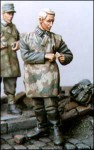 1-35-German-in-camouflage-apron