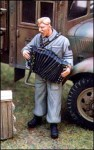 1-35-German-tankman-wwith-accordian