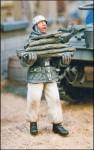 1-35-German-paratrooper-carrying-firewood