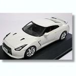 1-43-Nissan-GT-R-R-35-White-Pearl