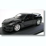 1-43-Nissan-GT-R-R-35-Super-Black
