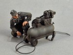 RARE-1-35-German-tank-crewman-with-compressor-painting-vechicles-Summer-1943-45-SALE