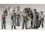 1-35-German-Artilery-Crew-Morser-KARL