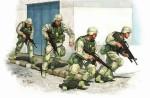 1-35-U-S-Army-in-Iraq-2005-4-figs-+-vinyl-vests