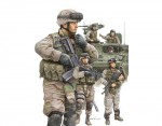 1-35-Modern-US-Army-Armour-Crew-and-Infantry-Set