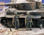 1-35-Panzergrenadiers-MG-Squad-WWII-2-figures