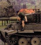 1-35-Panzer-Officer-Jumping-from-Tank
